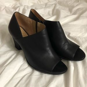 Naturalizer Tristen open toe ankle bootie